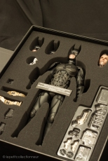 Unboxing Hot Toys Batman DX 12 (12)