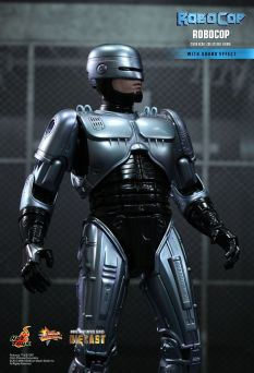 Hot Toys Robocop 12