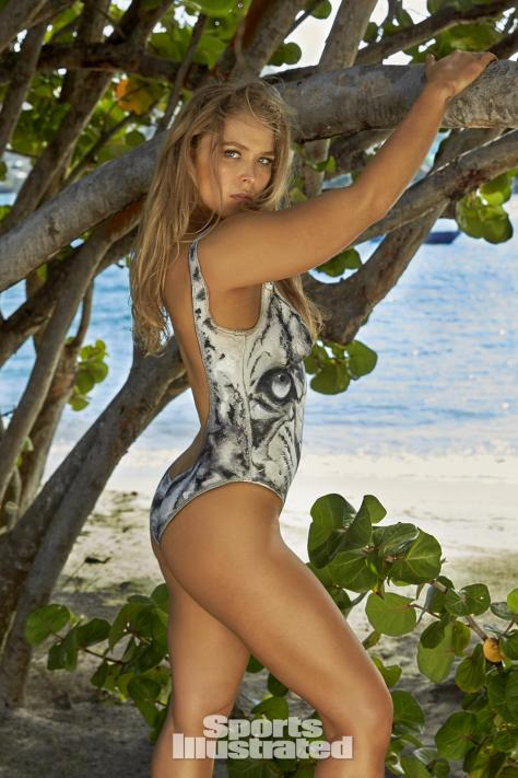 ronda-rousey-2016-bodypaint-sports-illustrated-x160010_tk3_00666-rawwmfinal1920